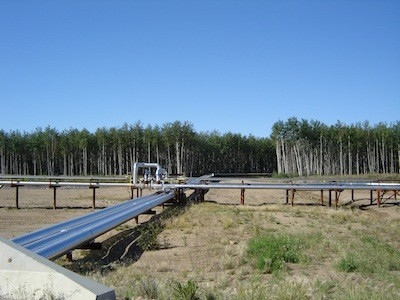Pipelines for Petro-Canada's MacKay River oil sands project
